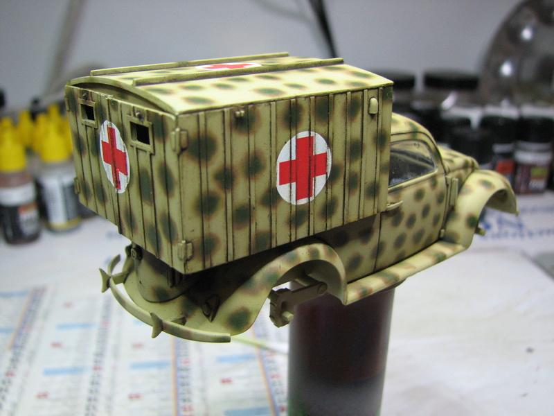 Coccinelle ambulance CMK  , figurines et photodécoupe  - 1/35 - Page 2 Img_5030