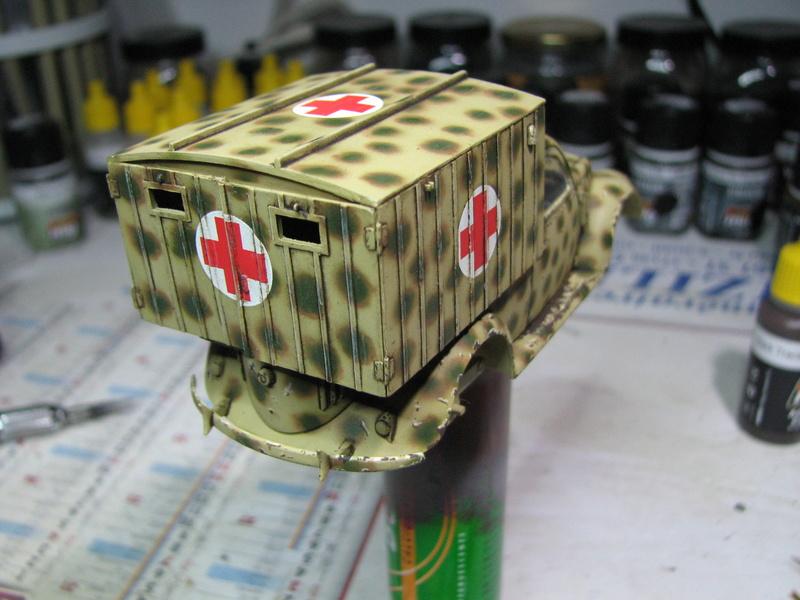 Coccinelle ambulance CMK  , figurines et photodécoupe  - 1/35 - Page 2 Img_5035