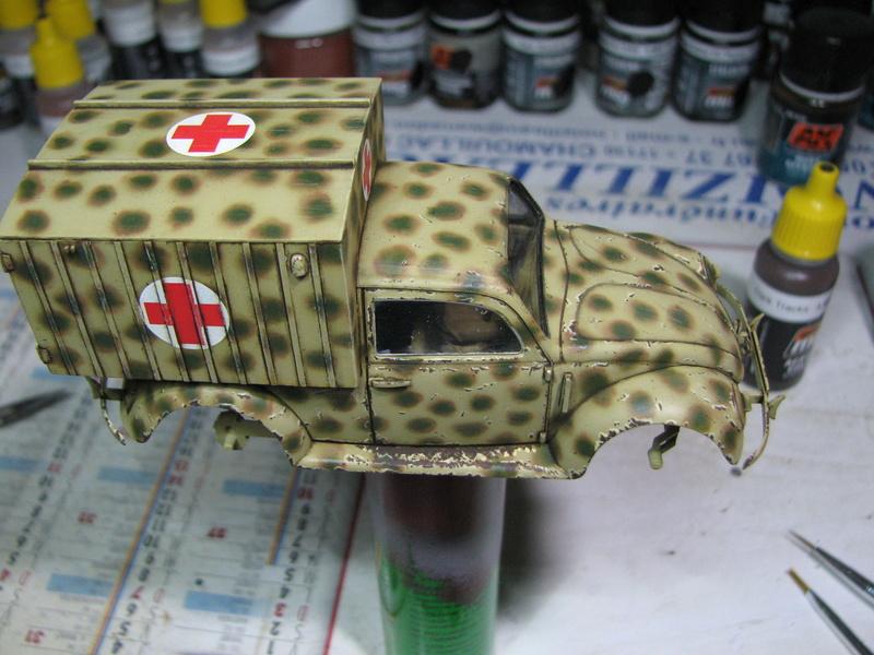 Coccinelle ambulance CMK  , figurines et photodécoupe  - 1/35 - Page 2 Img_5036