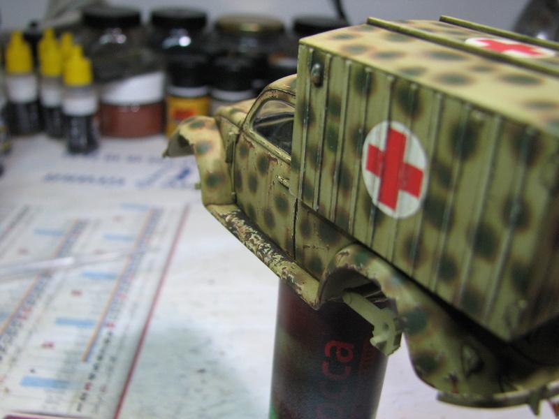 Coccinelle ambulance CMK  , figurines et photodécoupe  - 1/35 - Page 2 Img_5042