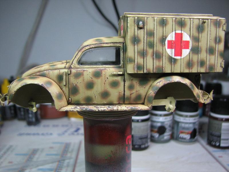 Coccinelle ambulance CMK  , figurines et photodécoupe  - 1/35 - Page 2 Img_5044