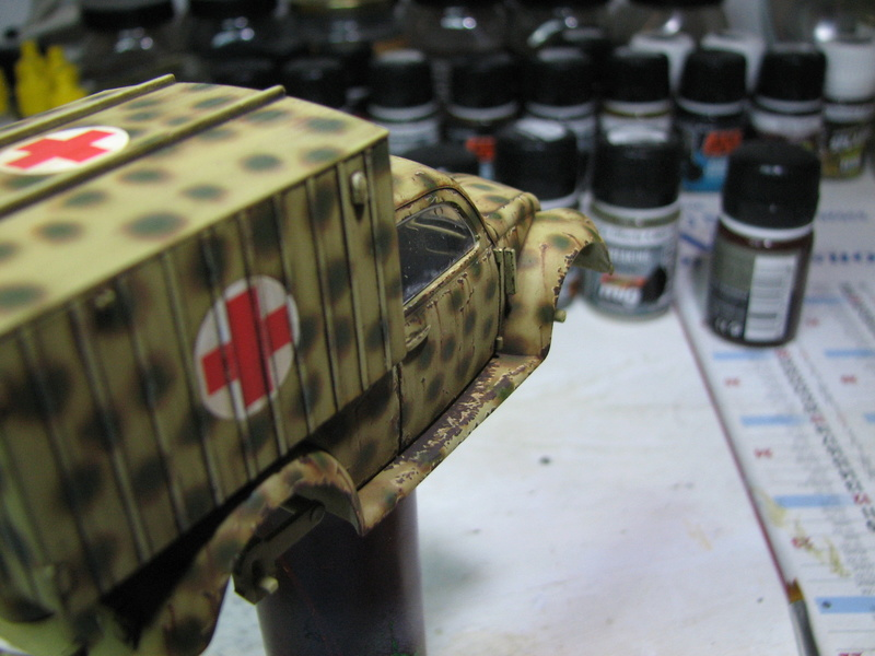 Coccinelle ambulance CMK  , figurines et photodécoupe  - 1/35 - Page 2 Img_5045