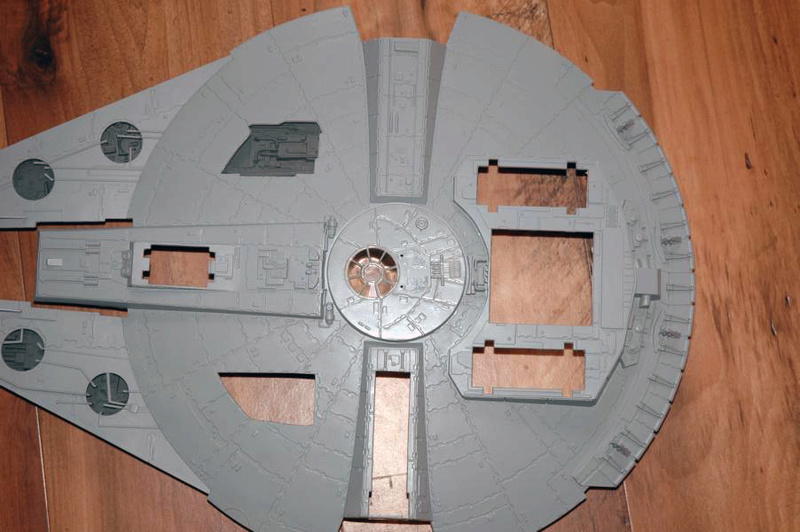 AMT Millenium Falcon Cut-Away Fa410