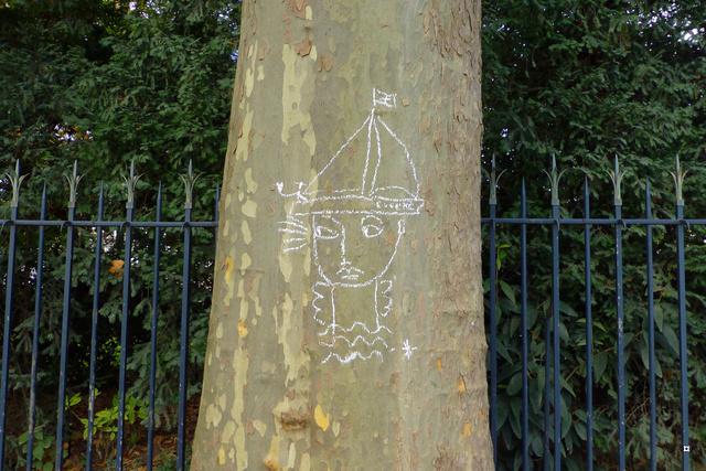 Choses vues dans le jardin du Luxembourg, à Paris - Page 5 Automn12