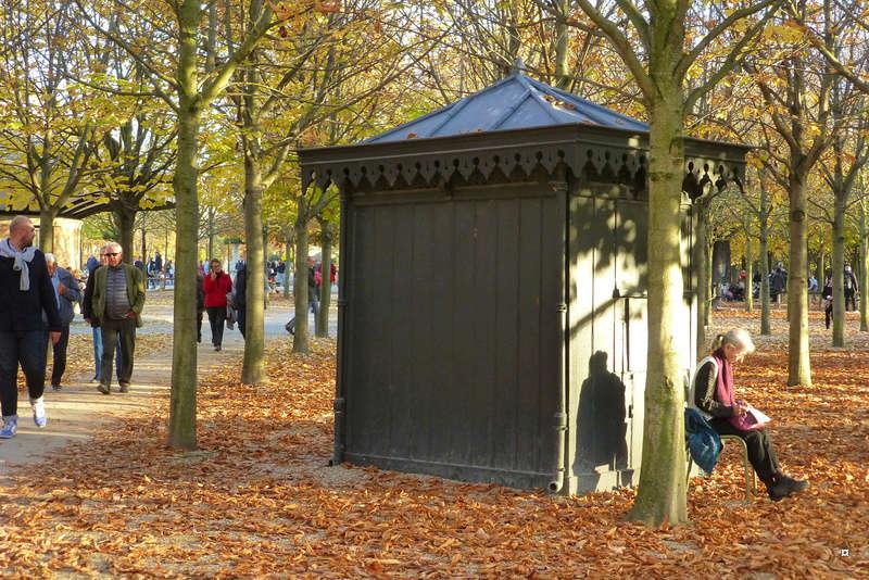 Choses vues dans le jardin du Luxembourg, à Paris - Page 5 Dernie11