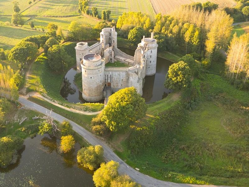 Les châteaux. - Page 3 11093010