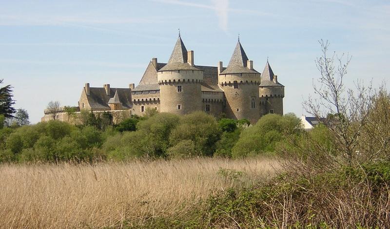 Les châteaux. - Page 2 2-chyt10