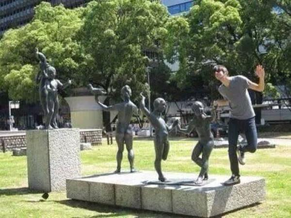 Des statues amusantes ! - Page 5 2_stan10