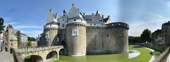 Les châteaux. - Page 2 700px-10