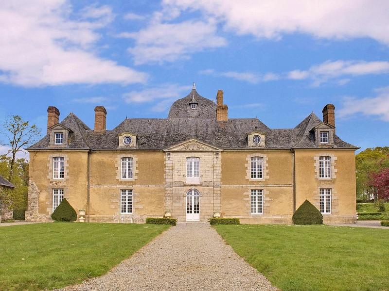 Les châteaux. - Page 3 D40fe410
