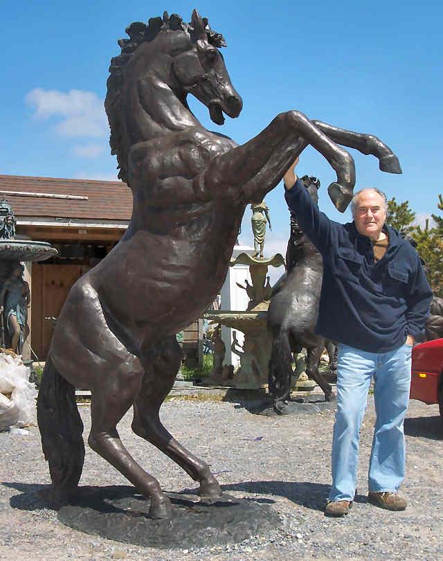 Des statues amusantes ! - Page 3 Horse_13