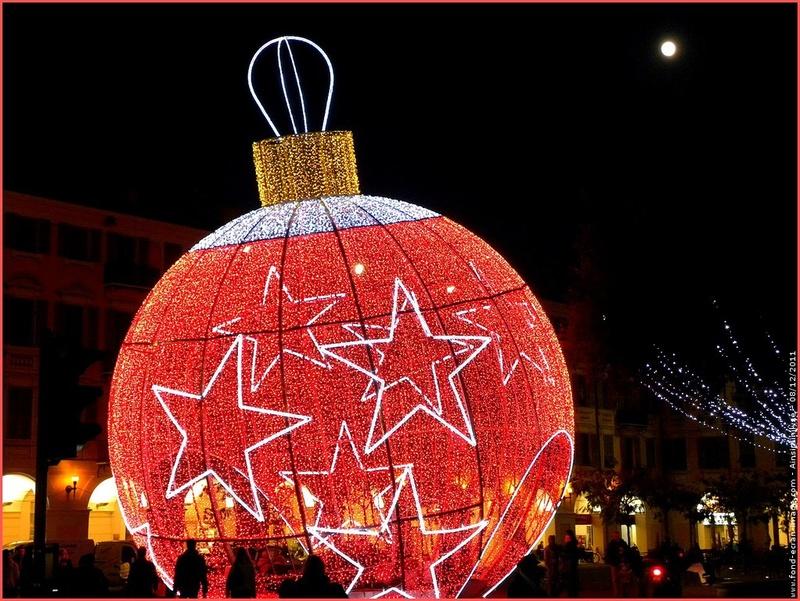 Les illuminations de Noël pour les fêtes 2.015   2.016 ! - Page 11 Illumi12