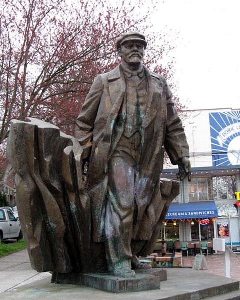 Des statues amusantes ! - Page 6 Lenins10