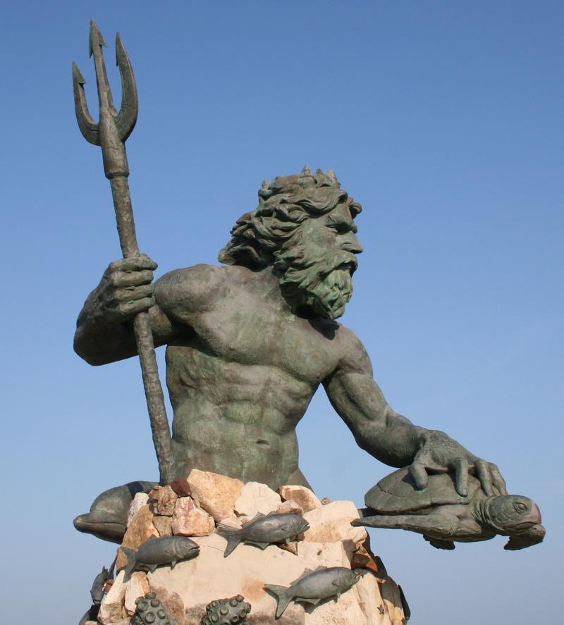 Des statues amusantes ! - Page 2 Neptun10