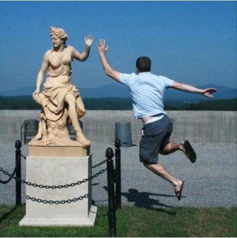 Des statues amusantes ! - Page 6 Statue15