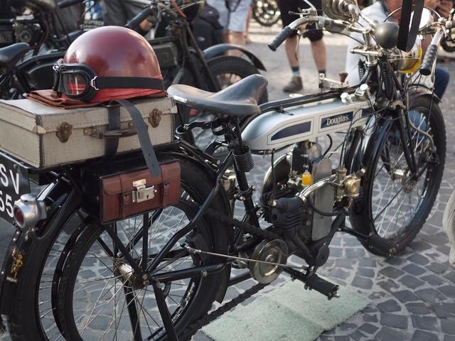 Venez parler de votre moto ! - Page 3 P1030010