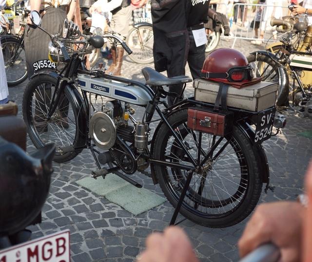 Venez parler de votre moto ! - Page 3 P1030011
