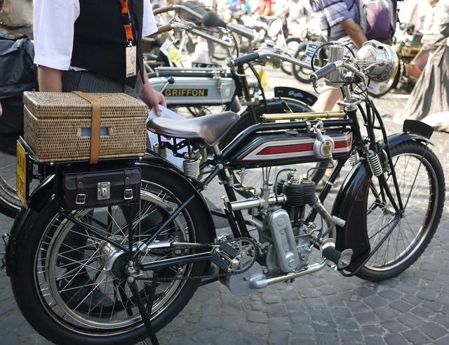 Venez parler de votre moto ! - Page 3 P1030014