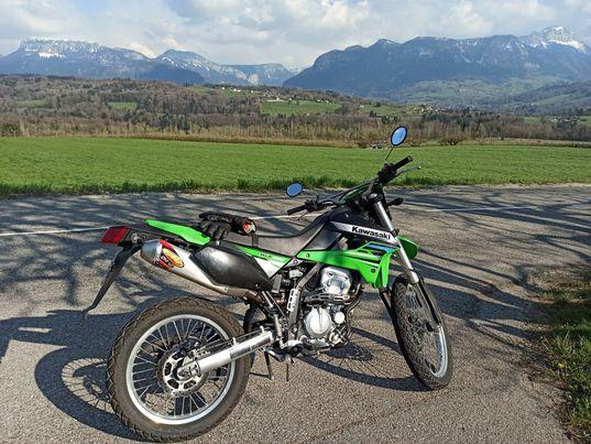 Un pneu dans la terre : KLX 250 17422410