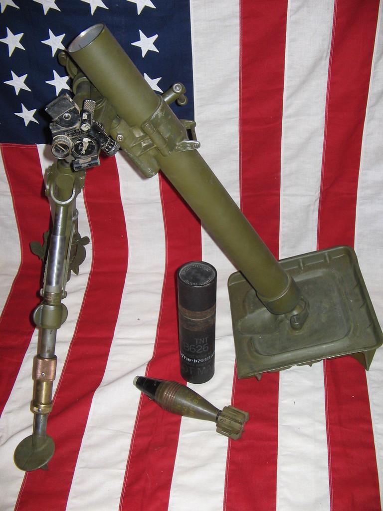 L'ARMEMENT DE LA 4th INFANTRY DIVISION : LE MORTIER M2 DE 60mm M2_0210