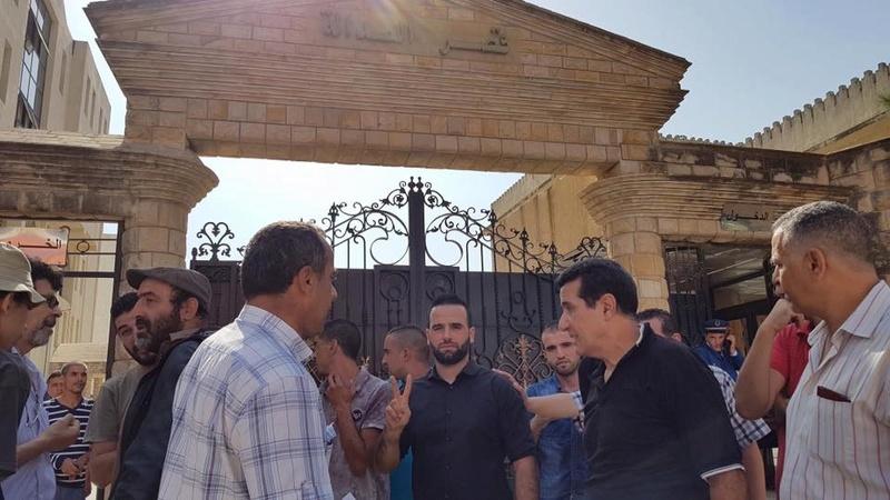 Rassemblement à Bejaia pour soutenir Yanis Adjlia victime d'acharnement sauvage des autorités locales 1121