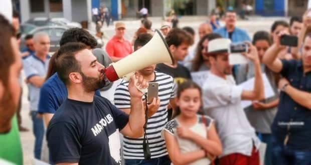 Rassemblement à Bejaia pour soutenir Yanis Adjlia victime d'acharnement sauvage des autorités locales 1126