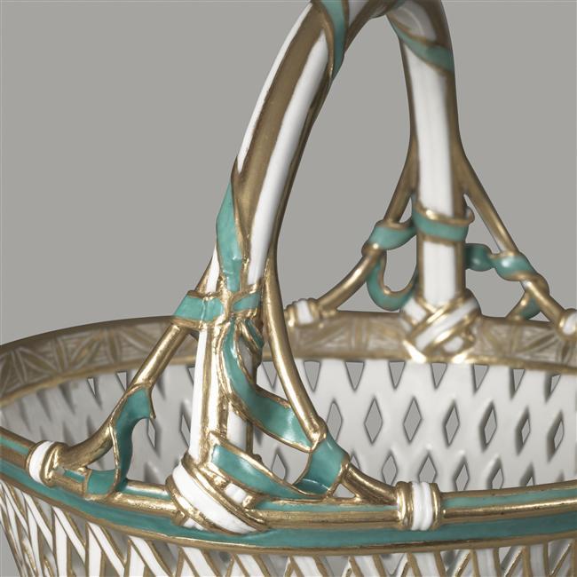Panier à anse en porcelaine de Vincennes  06-51711