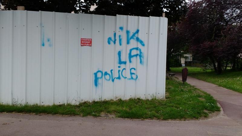 Voitures de police incendiées à Viry Chatillon - Agressions contre des policiers Img_2012