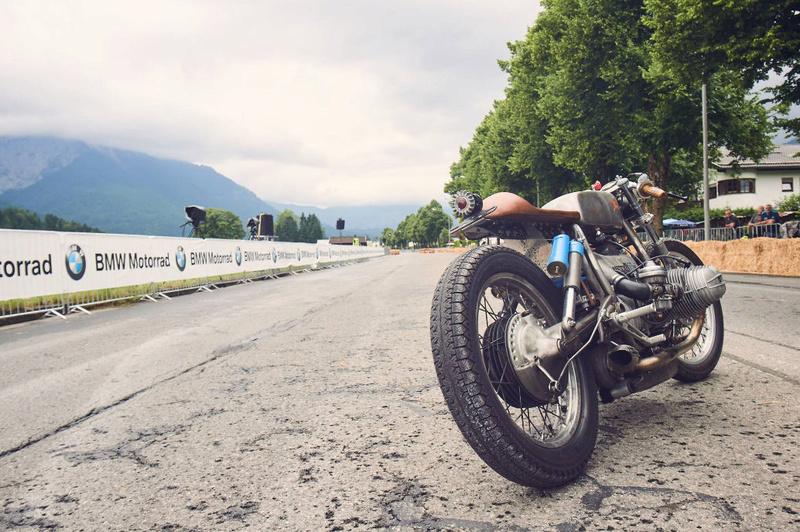 C'est ici qu'on met les bien molles....BMW Café Racer - Page 2 212