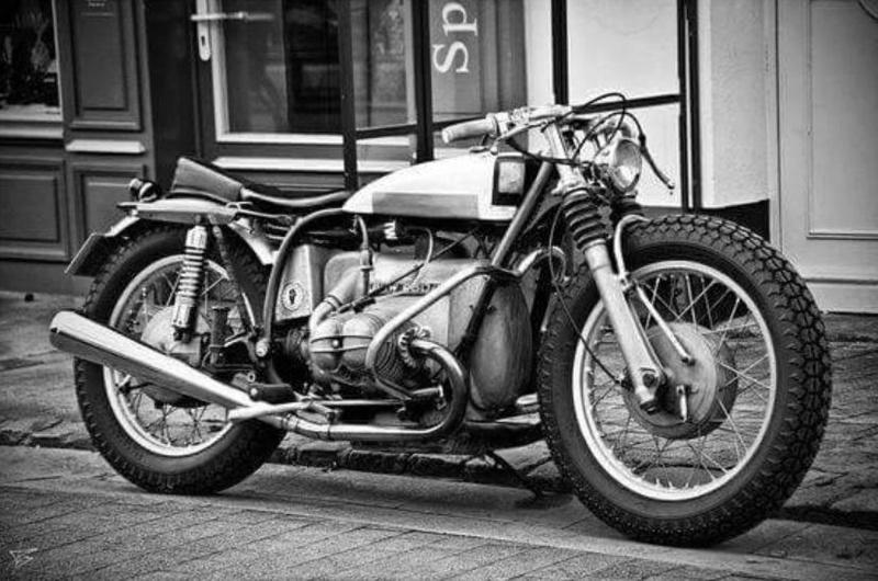 C'est ici qu'on met les bien molles....BMW Café Racer - Page 40 Crc3710
