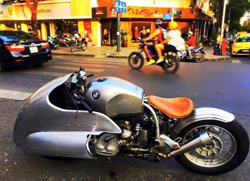 C'est ici qu'on met les bien molles....BMW Café Racer Crc3810