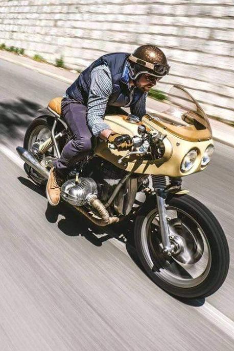 C'est ici qu'on met les bien molles....BMW Café Racer - Page 2 Crc8310