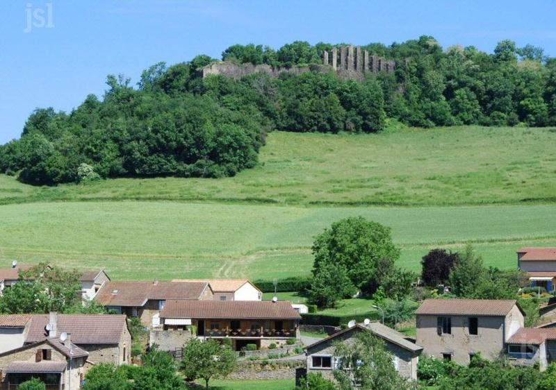 PATRIMOINE Lournand: un château à sauver  L'association Castrum Lordo et sa quarantaine de membres entendent redonner vie au site du château de Lourdon et d'y permettre des recherches. 1-le-s10