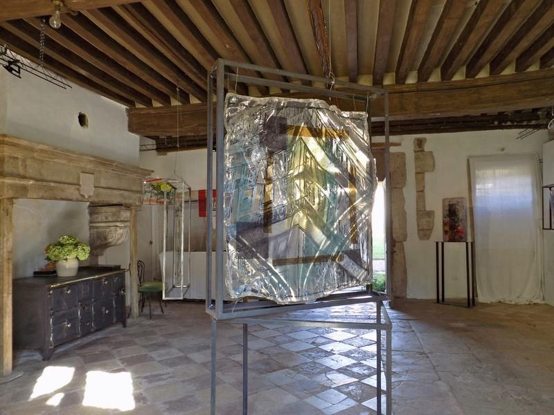 Le château de Nobles, demeure privée du XVIe siècle inscrite aux Monuments Historiques depuis 1946, appartient à la famille de Cherisey qui ouvre ses portes à l'occasion des Journées du Patrimoine en exposant les sculptures de Pascal Déchenaud. Dscn4011