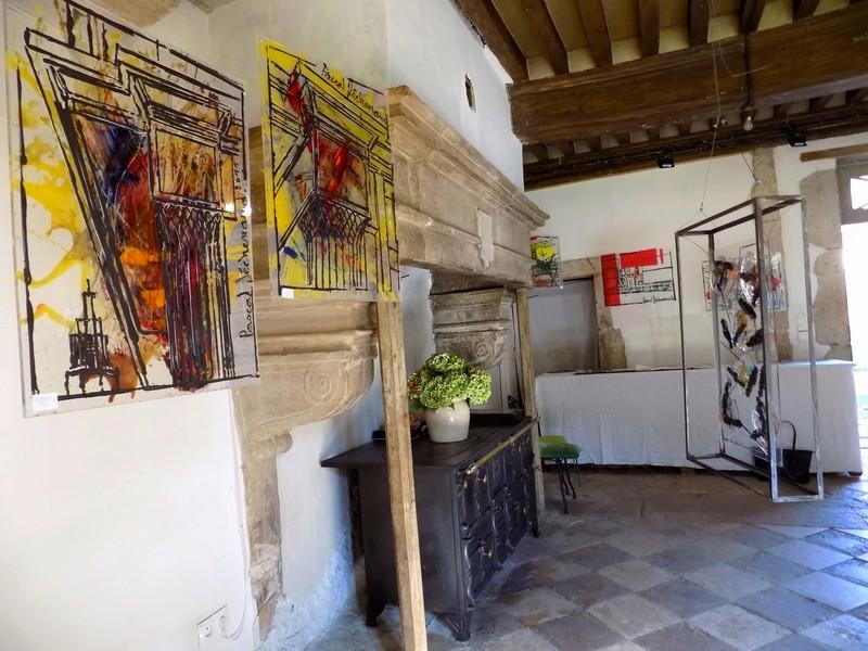 Le château de Nobles, demeure privée du XVIe siècle inscrite aux Monuments Historiques depuis 1946, appartient à la famille de Cherisey qui ouvre ses portes à l'occasion des Journées du Patrimoine en exposant les sculptures de Pascal Déchenaud. Dscn4015
