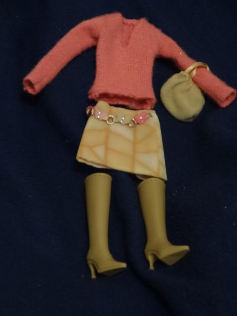 Identification de Vêtements : gros boulot! merci de l'aide par avance! - Page 5 Barbie27