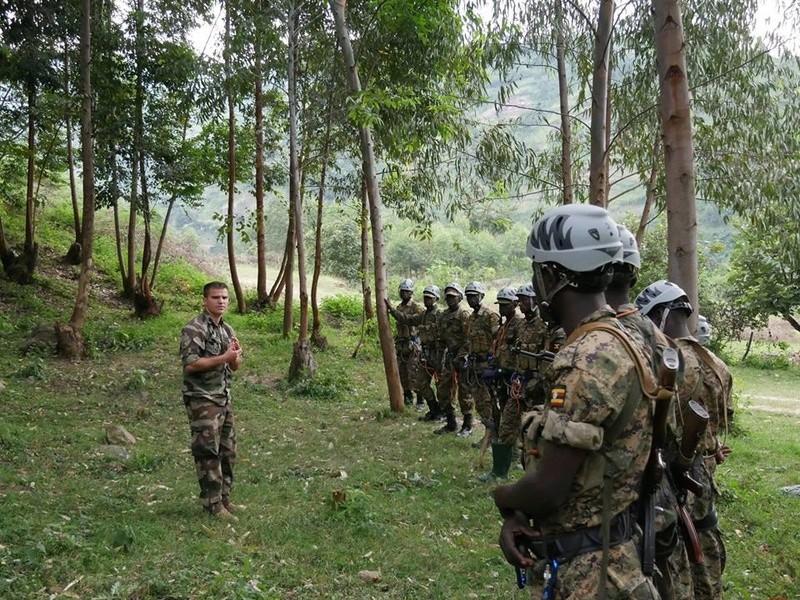 Armée Ougandaise/Uganda Peoples Defence Force (UPDF) - Page 5 5732