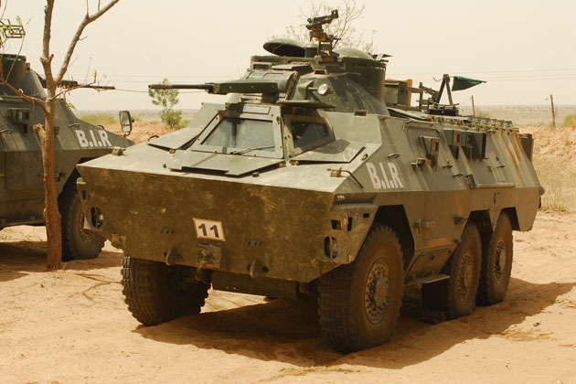 Forces Armées Camerounaises - Page 4 5872