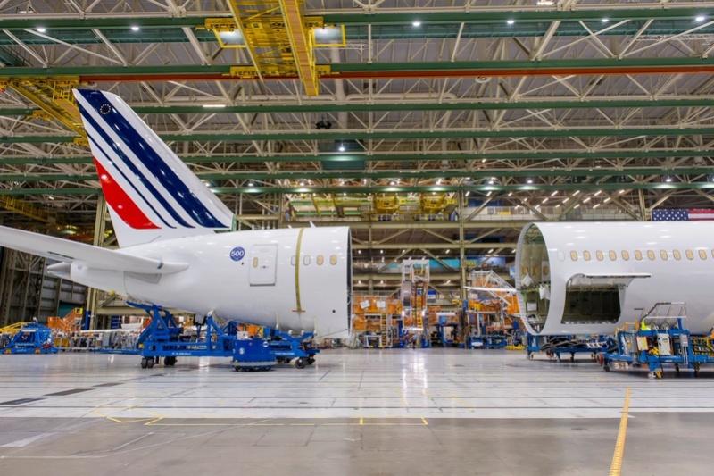 Le Boeing 787 est arrivé - Page 5 61c55