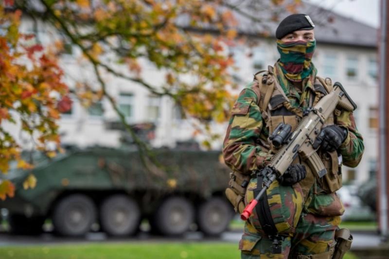Armée Belge / Defensie van België / Belgian Army  - Page 7 61c94