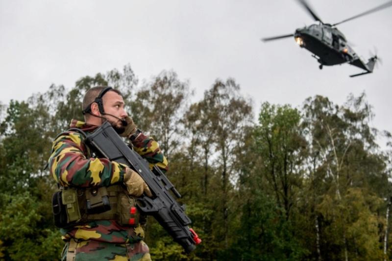 Armée Belge / Defensie van België / Belgian Army  - Page 7 61d76