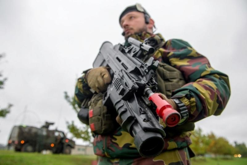 Armée Belge / Defensie van België / Belgian Army  - Page 7 61e68