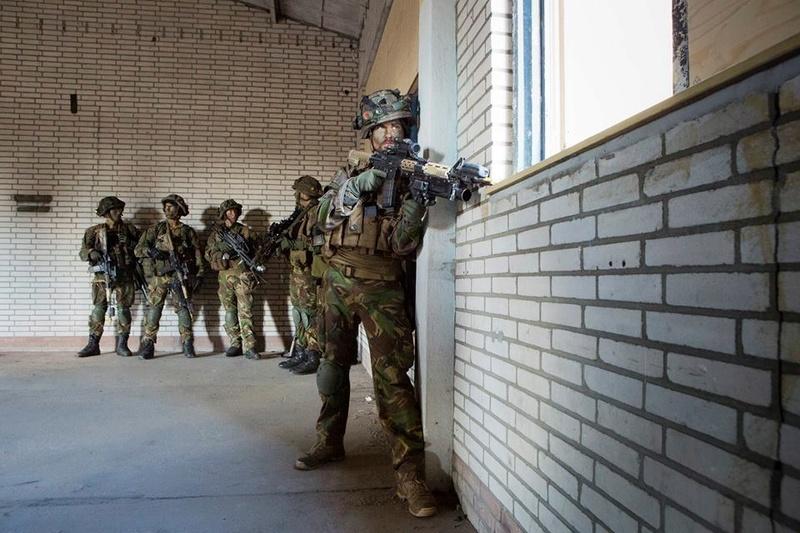 Armée Hollandaise/Armed forces of the Netherlands/Nederlandse krijgsmacht - Page 19 61h30