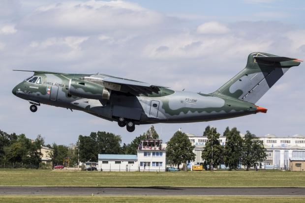 Avions de transport tactique/lourd - Page 6 61j79