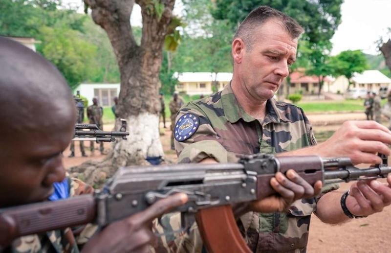 Armées de la République centrafricaine  - Page 2 61j85