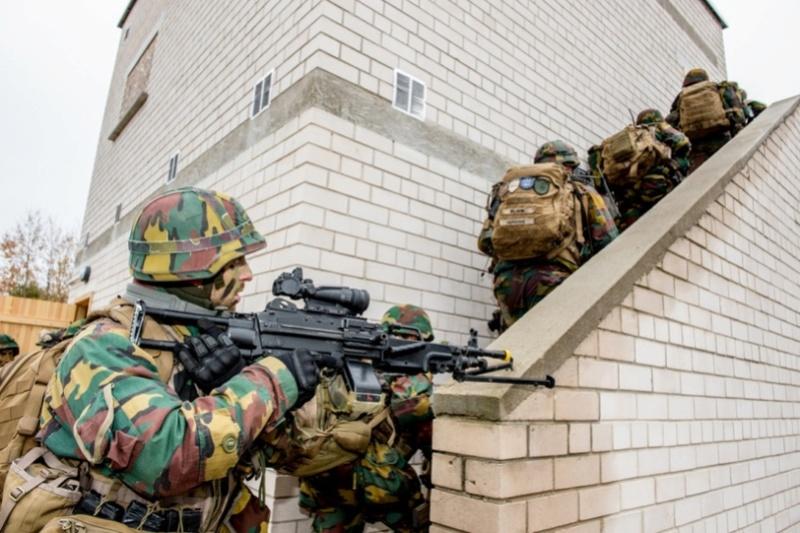 Armée Belge / Defensie van België / Belgian Army  - Page 7 6522
