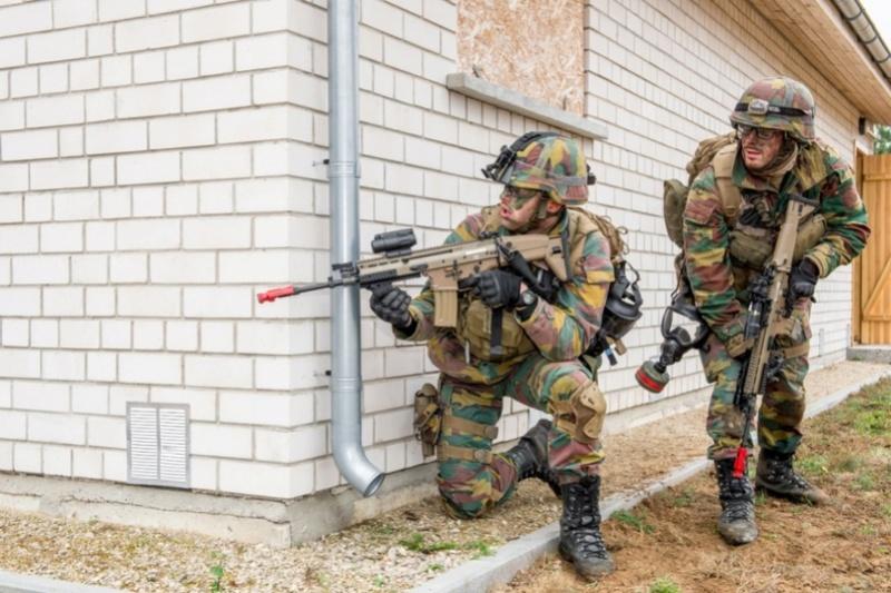 Armée Belge / Defensie van België / Belgian Army  - Page 7 6623