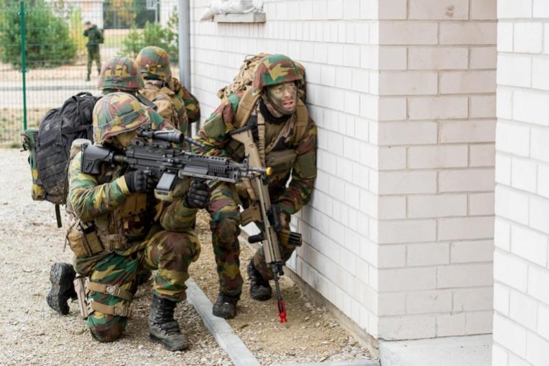 Armée Belge / Defensie van België / Belgian Army  - Page 7 6729