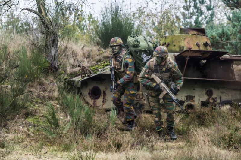 Armée Belge / Defensie van België / Belgian Army  - Page 7 6827
