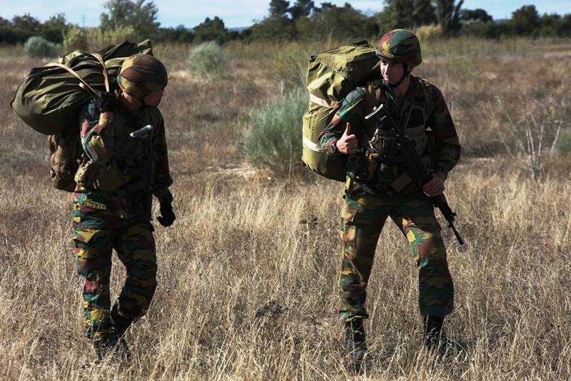 Armée Belge / Defensie van België / Belgian Army  - Page 7 7412